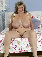 Very old lady with massive mammaries fucks a dildo